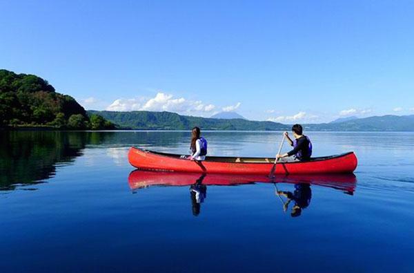 Chèo thuyền trên hồ Toya