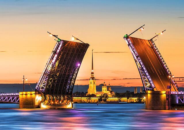 Xem cầu mở trên sông Neva, Saint Petersburg khi du lịch Nga mùa hè