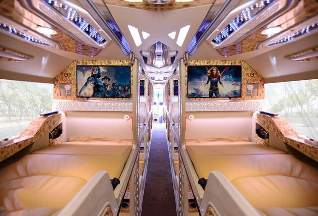Trên mỗi cabin của xe Limousine đi Sapa được trang bị thêm wifi tốc độ cao, chương trình giải trí, ...