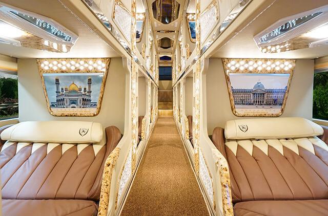 Khoang xe Limousine Cabin được thiết kế thành những giường ngủ sang trọng, thoải mái với nhiều tiện ích giải trí, thư giãn đi kèm