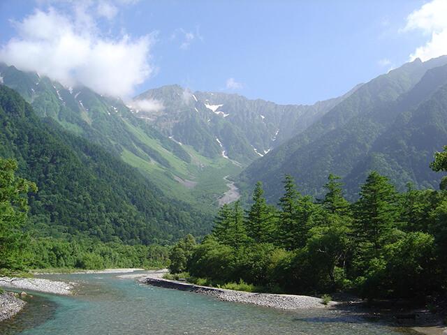 Mùa hè ở Nhật Bản hơi nóng và ẩm do có mưa