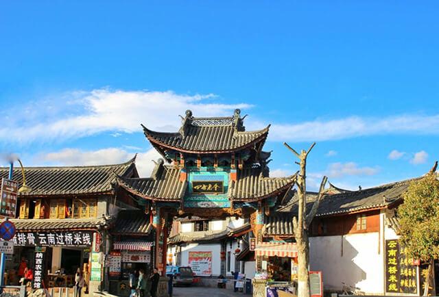 Các tòa nhà ở Đường Tứ Phương được xây dựng từ gạch, gỗ cùng mái ngói đông dương