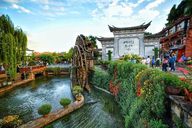 Khung cảnh ở cổ trấn Lệ Giang trông như những thước phim cổ trang