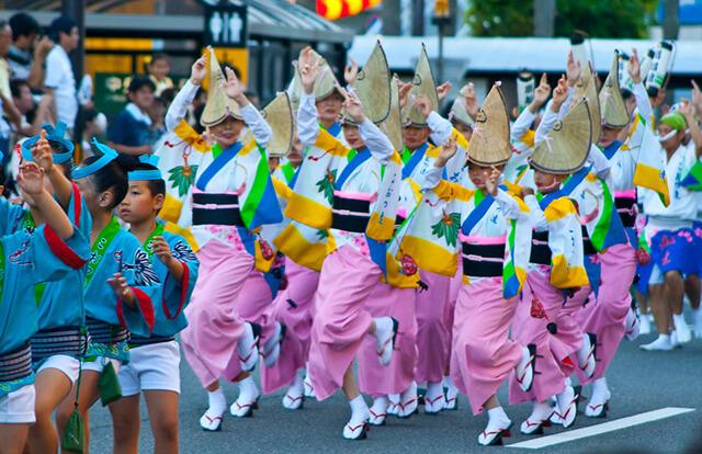 Lễ hội múa Awa truyền thống diễn ra vào mùa hè ở Nhật Bản