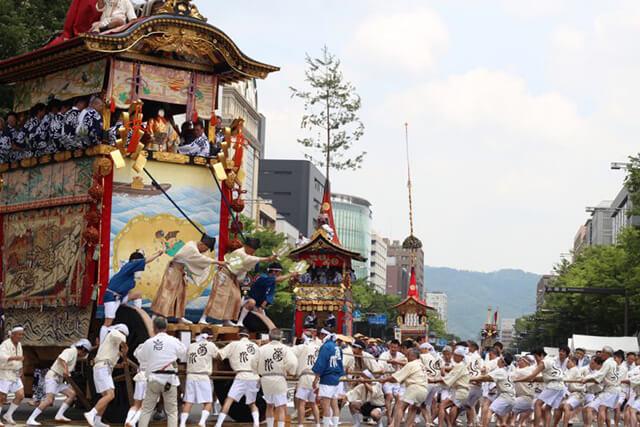 Lễ rước kiệu hoàng tráng trong lễ hội Gion Matsuri Festival ở Kyoto