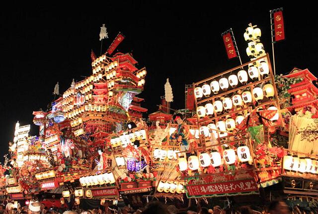 Khung cảnh rực rỡ đèn lồng chiếc sáng vào ban đêm tại lễ hội Gion Kyoto