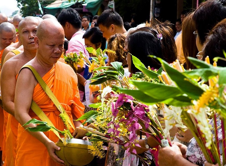 Lễ hội Phật Giáo Khao Phansa ở Thái Lan