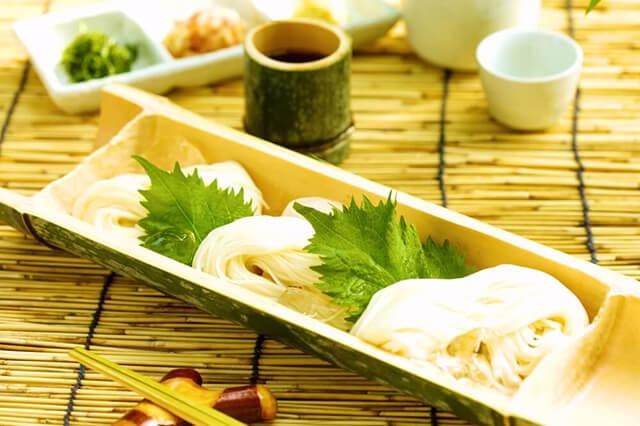 Du lịch Nhật Bản mùa hè không thể bỏ qua món mì ống tre mát lạnh