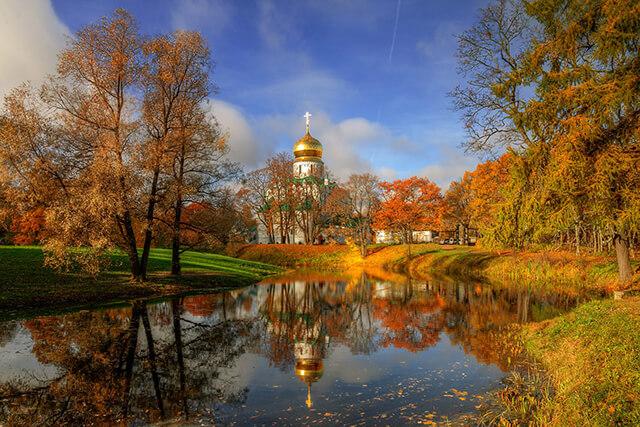 Khung cảnh mùa thu đẹp mê li tại bảo tàng Tsarskoye Selo, thành phố St. Petersburg, Nga