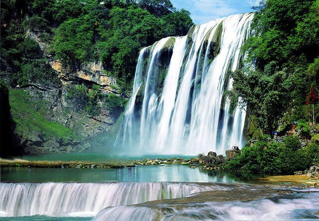 Thác Hoàng Quả Thụ ở Quý Châu là một trong những tháng nước đẹp nhất trên thế giới