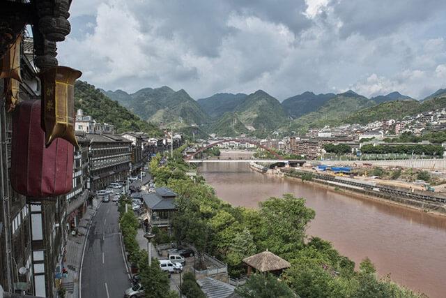 Thị trấn Mao Đài Quảng Châu là nơi sản sinh ra loại mỹ tửu Trung Hoa
