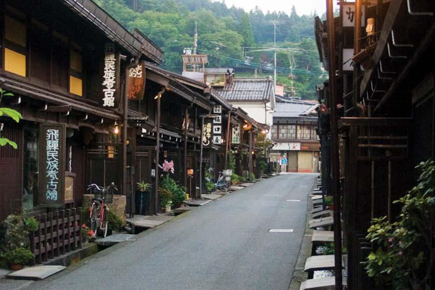 con phố Sannomachi