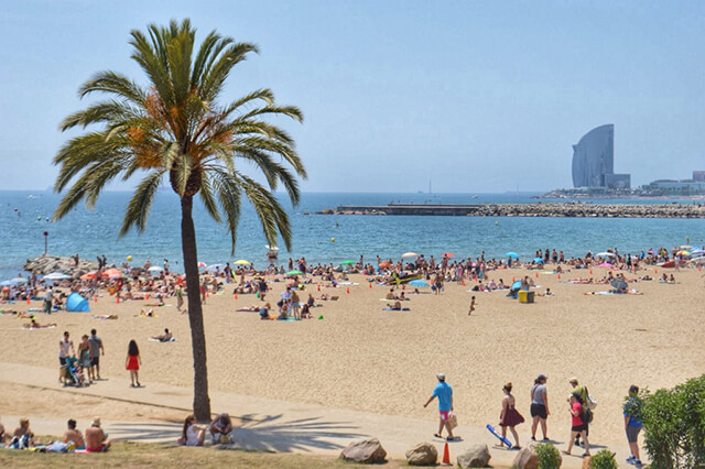 Barcelona, Tây Ban Nha nổi tiếng với những bãi biển quyến rũ