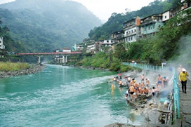suối nước nóng ở Thung lũng Wulai