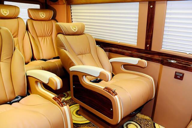 Xe Limoisine cao cấp giúp chuyến du lịch Sapa tiện nghi, thoải mái