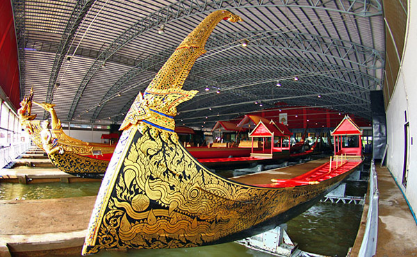 con thuyền rồng hoàng gia Thái Lan