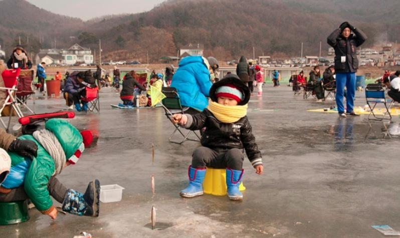 Lễ hội câu cá trên băng tại Ganghwa
