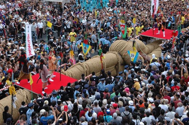 lễ hội kéo co Naha