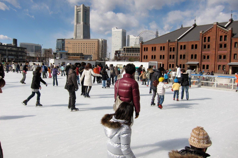 Trượt băng thỏa thích ở Nhà gạch đỏ Yokohama