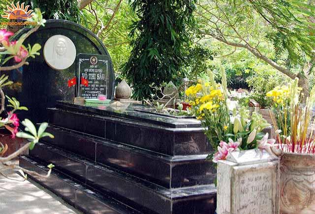 viếng mộ Cô Sáu tại Nghĩa trang Hàng Dương
