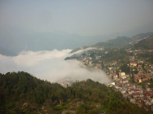 Khám phá núi Hàm Rồng ở sân mây bồng bềnh