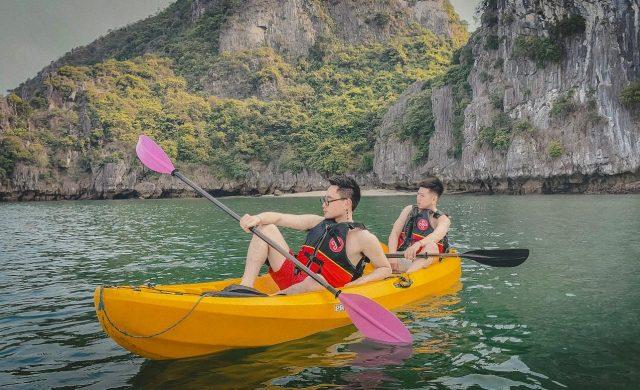 Trèo thuyền Kayak khám phá vịnh Hạ Long