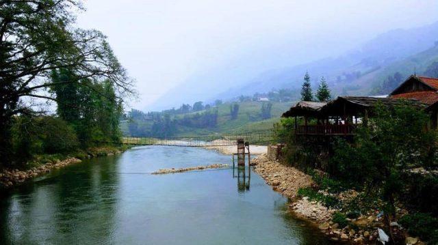 Suối Mường Hoa cung cấp nước cho cả thung lũng sức sống