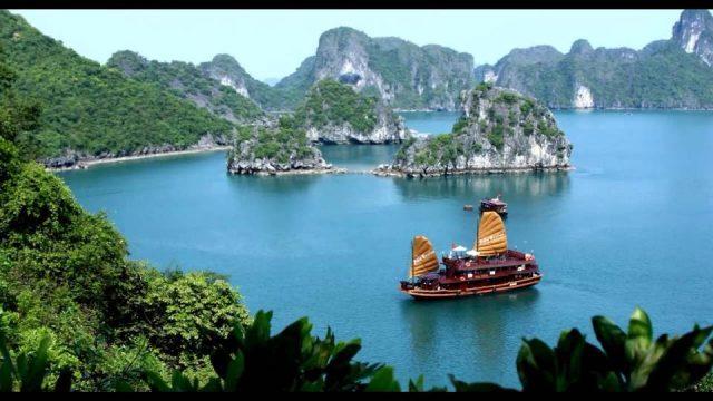 Khám phá vẻ đẹp trên vịnh Hạ Long