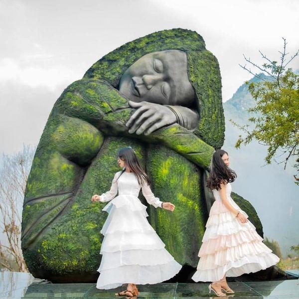Du lịch Sapa check in với bức tượng ở thung lũng xanh