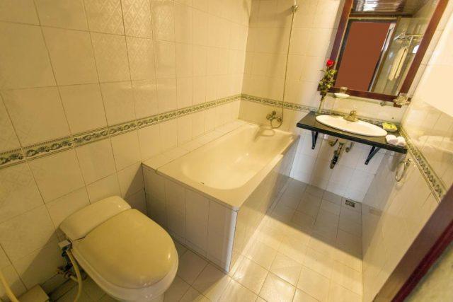 Bồn tắm siêu xin, sang trọng ở Đặng Trung Hotel