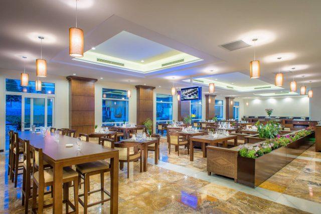 Phòng ăn sang trọng, ấm áp ở U Sapa Hotel